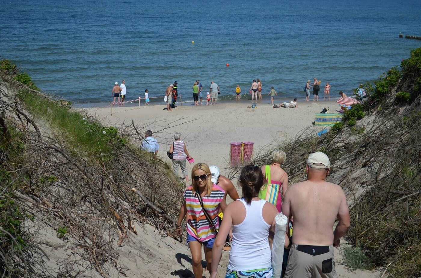 Wejście na plażę w Wiciu