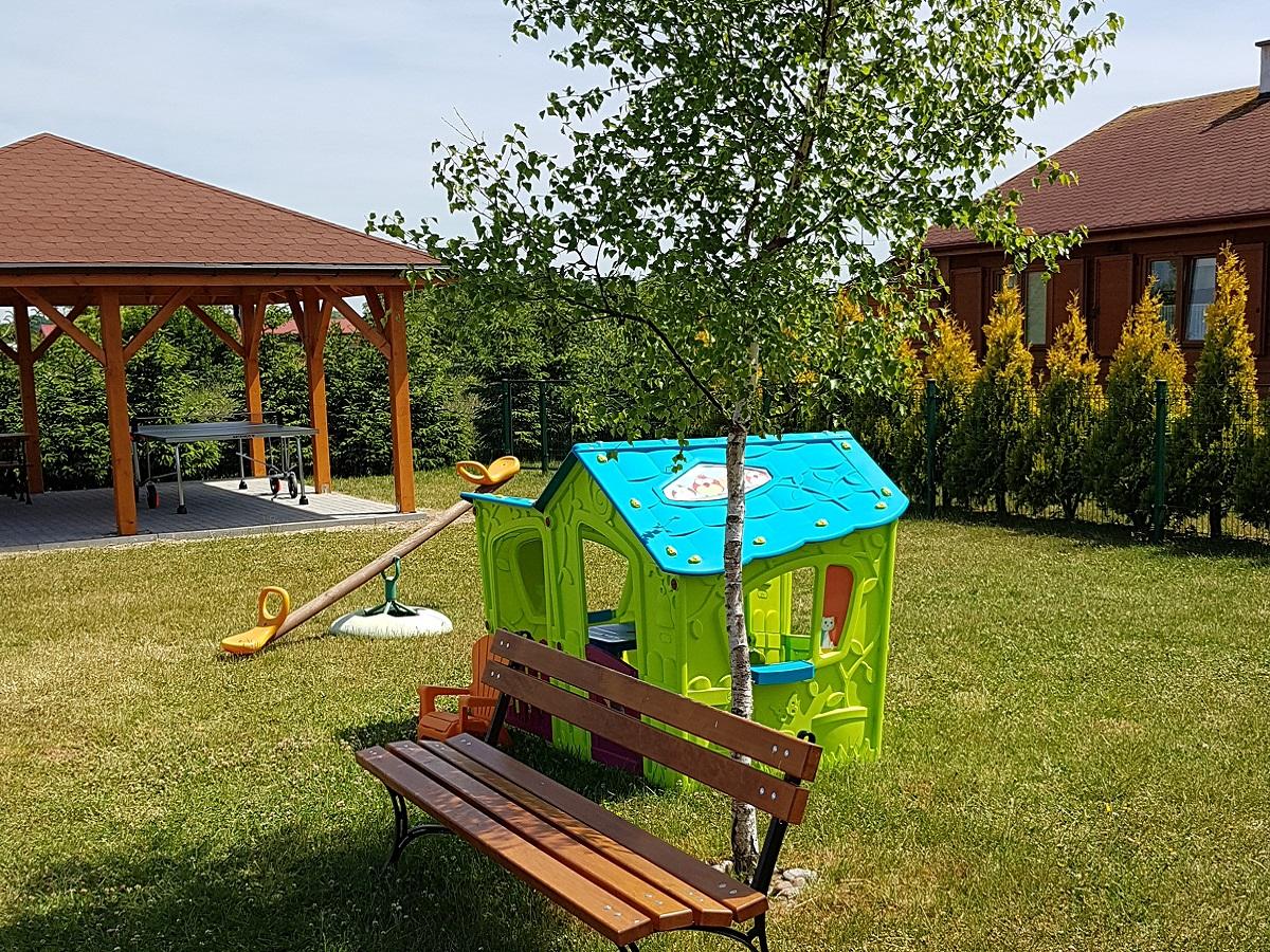 Plac zabaw przy domkach w Wiciu
