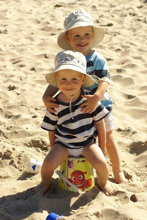 Dzieci na plaży w Wiciu