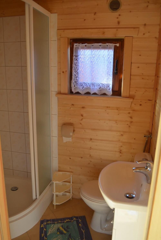 Łazienka w domku w Wiciu
